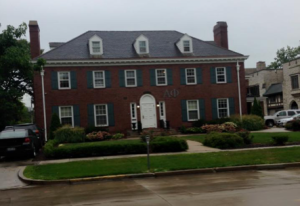 One of the many sorority houses on campus (it's a lot more impressive in person). In all honesty my main reason for signing up to rush in the first place was the chance to be nosey and see what the houses were like inside.