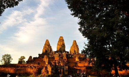Evening sun on Prae Roup temple