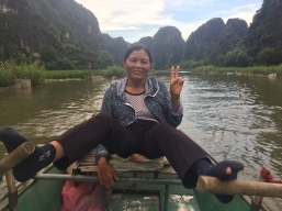 Can you make the peace sign while rowing a boat